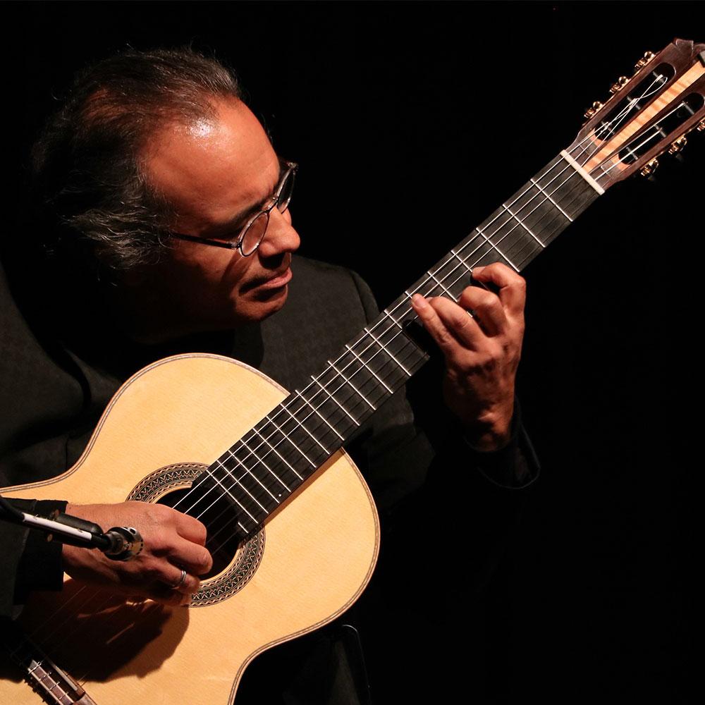 Alfredo Muro guitarist at Siempre La Guitarra