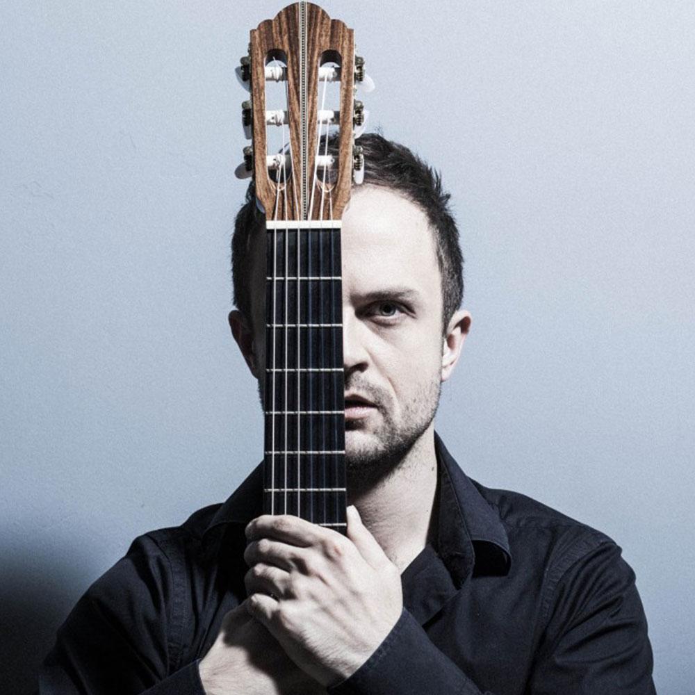 Krzystsof Meisinger at Siempre La Guitarra